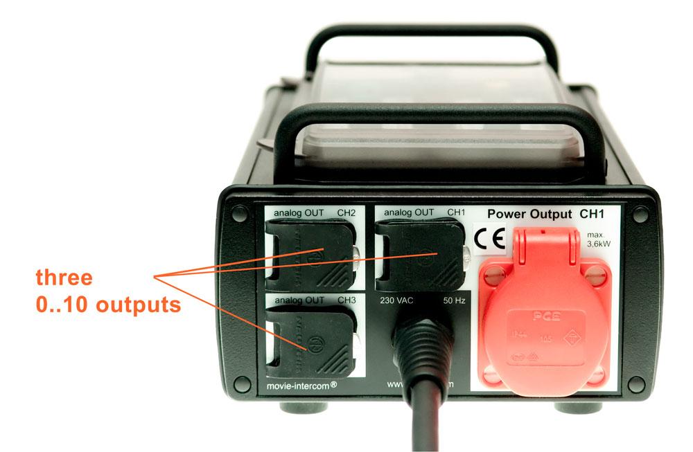 LFXHub flicker box: 3x 0-10 VDC outputs, power outlet